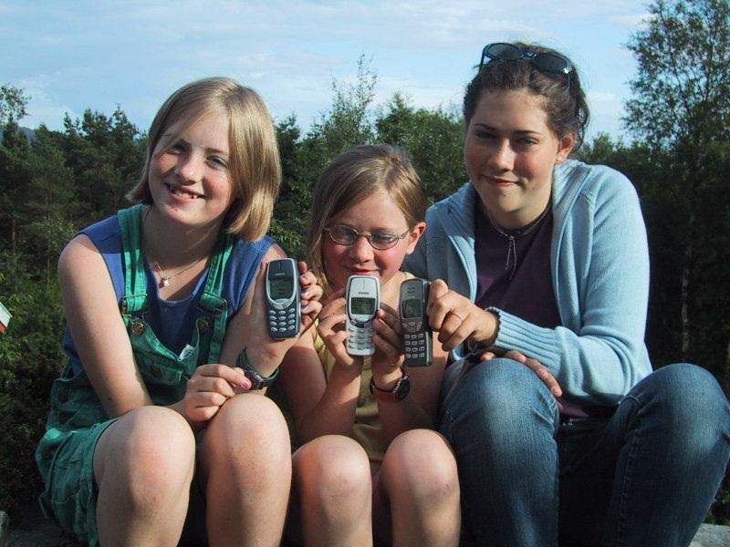 2000 Nokia girls
